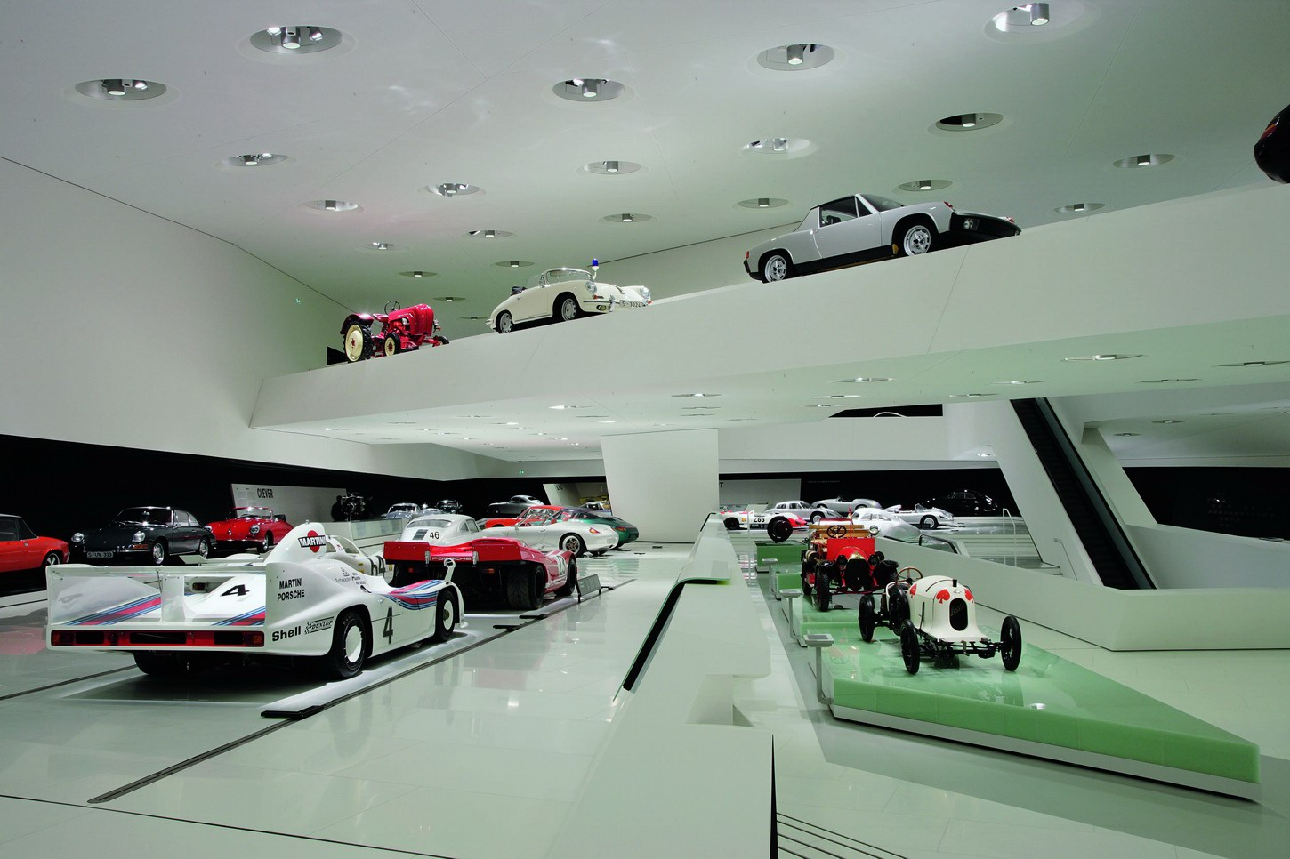 fotos del museo porsche en stuttgart zurloan. Black Bedroom Furniture Sets. Home Design Ideas